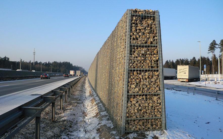 Lärmschutz KNL Gabionen an einer Autobahn