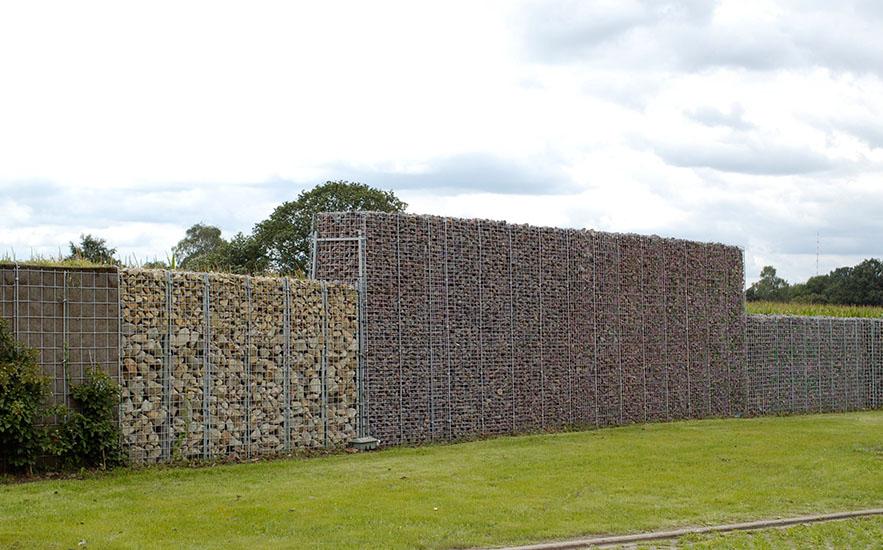 Lärmschutzwand kombiniert gabionen begruenbar bepflanzt-steinverfüllt abtreppung